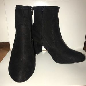 NEVER WORN: Black Steve Madden Booties